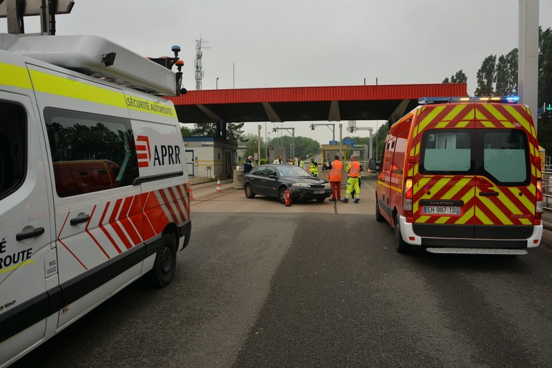 ACCIDENT PEAGE MACON NORD (2).JPG