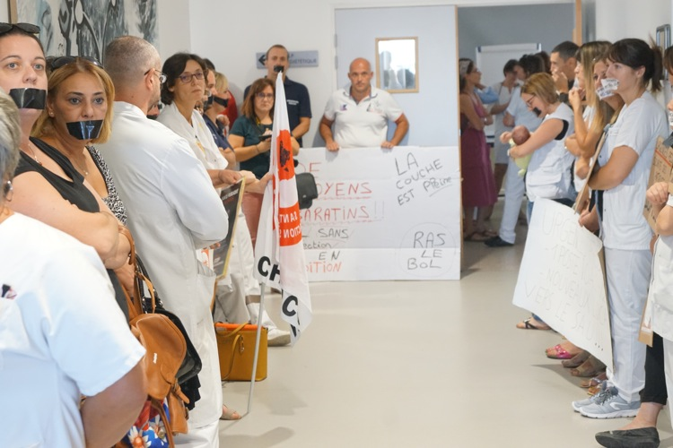 ARS HOPITAL MACON MANIFESTATION14.jpg