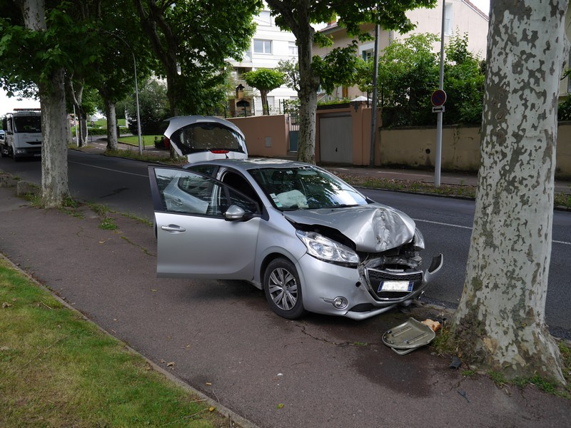 Accident_9Clés_Mâcon_09062018_0003.jpg