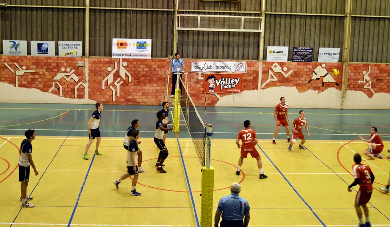 VOLLEY05DEC00.jpg