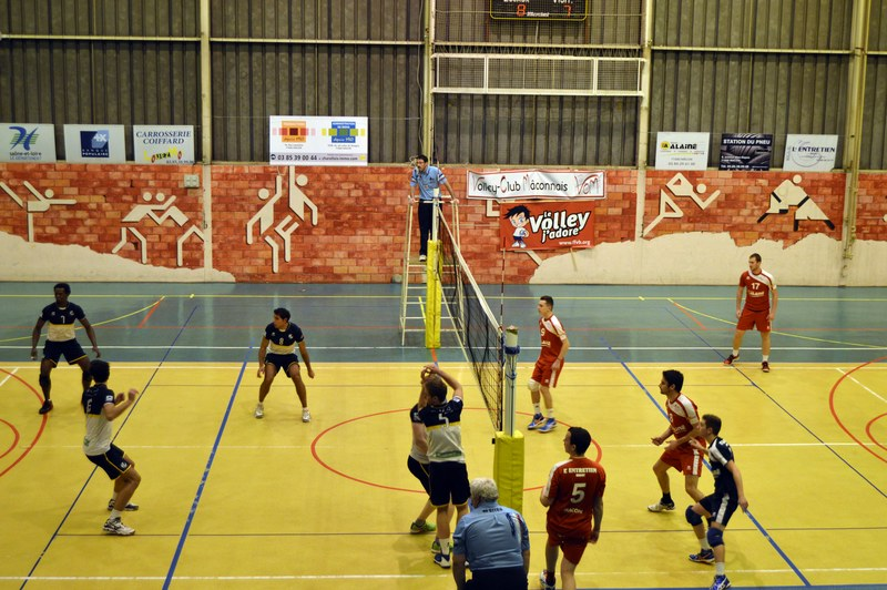 VOLLEY05DEC11.jpg