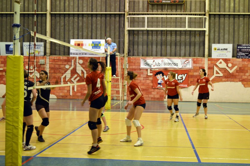 VOLLEY05DEC30.jpg