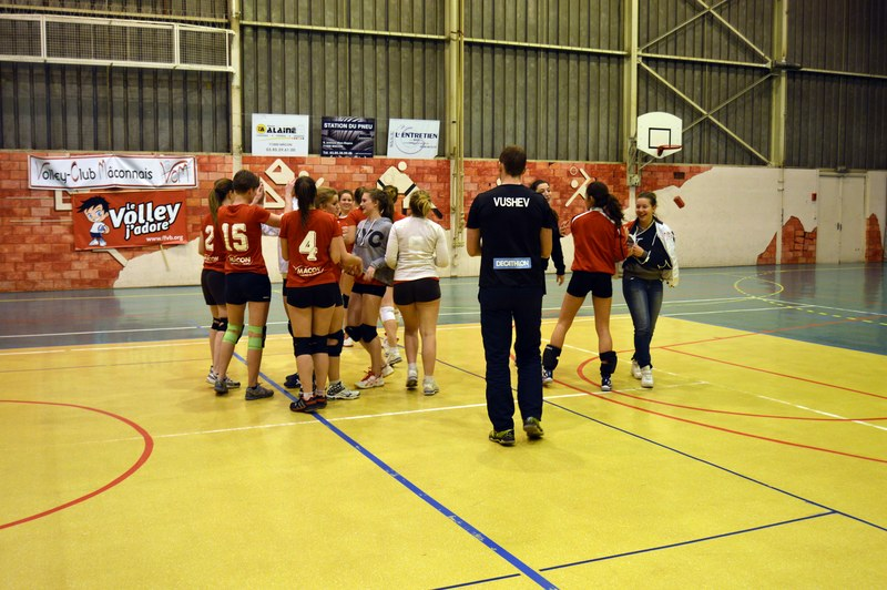 VOLLEY05DEC32.jpg