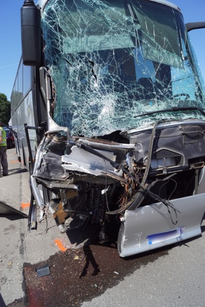 ACCIDENT BUS A6 MACON04.jpg